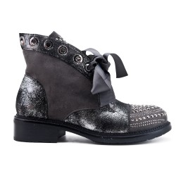 Gray ankle boot with rhinestones and ribbon lace