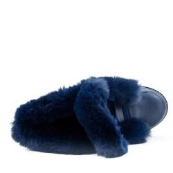 Bottine bleu fourrée à semelle ornée de strass