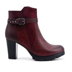 Burgundy boot with heel