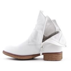 Botte blanche en simili cuir
