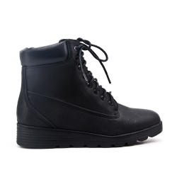 Black comfort boot with lace
