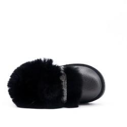 Zapato de piel de niña negra