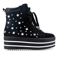 Black boot with platform