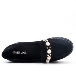 Mocassin noir orné de perle avec petit talon