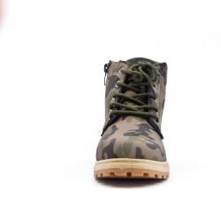 Bota infantil verde militar con encaje.