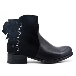 Black ankle boot with ribbon on the back