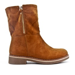 Camel boot in faux suede