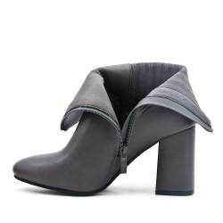 Botte grise en simili cuir à détail élastiqué
