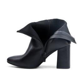 Botte noire en simili cuir à détail élastiqué