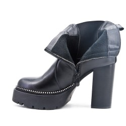 Black ankle boot in faux leather with heel
