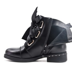 Black imitation leather boot with ribbon lace