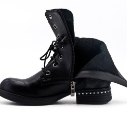 Black boot in faux leather lace