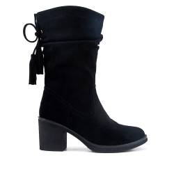 Black boot in faux suede with pompom