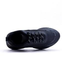 Basket noire à lacet avec détail brillant