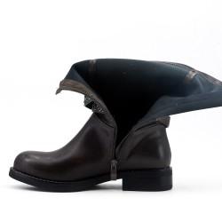 Bota de piel sintética gris con tiras de strass