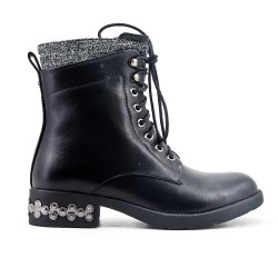 Black leatherette boot with lace