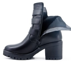Black boot in imitation leather with heel