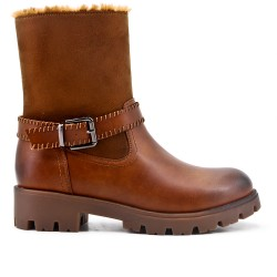 Camel imitation leather boot with a fur-lined upper