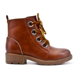 Camel leatherette boot with lace