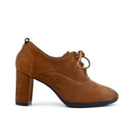 Zapato de piel sintética de gamuza camel con encaje