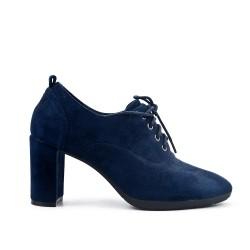 Zapato de piel sintética de gamuza azul con encaje