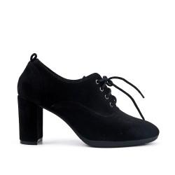 Zapato de piel sintética de gamuza negra con encaje