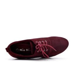 Zapato de piel sintética de gamuza rojo con encaje
