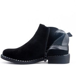 Bota de negro con panel elástico