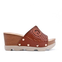 Brwn wedge clasp in imitation leather