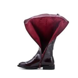 Botte bordeaux en simili cuir avec empiècement élastique au dos