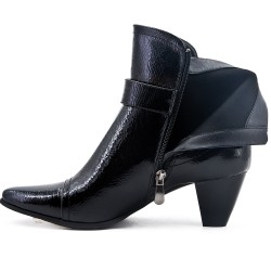 Patent black boot with heel