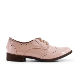 Derby in pink lacquer with lace