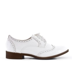 Derby in white lacquer with lace