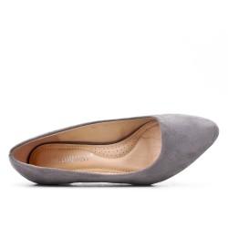 Zapatos de tacón de ante gris con tacón