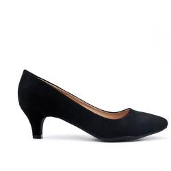 Zapatos de tacón de ante negros con tacón