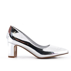 Silver shoe in patent heel