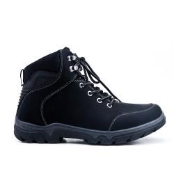 Zapato con cordones negro