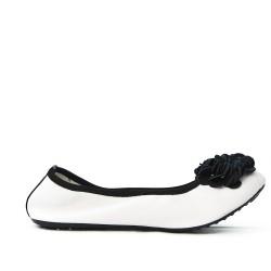 Ballerine confort blanche à motif fleur noire