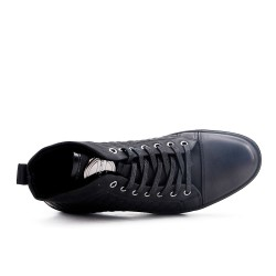 Black fitted sneaker with lace