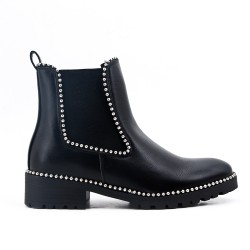 Black boot with elastic panel