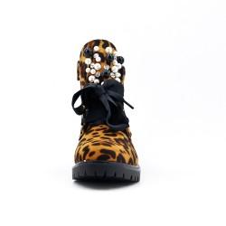 Bottine léopard en simili cuir ornée de perles sur la languette