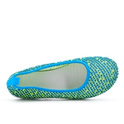 Green shoe in stretch textile
