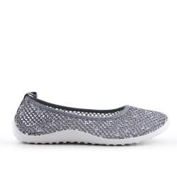 Chaussure grise en textile extensible
