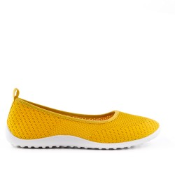 Yellow shoe in stretch textile