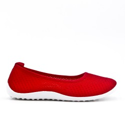 Red shoe in stretch textile