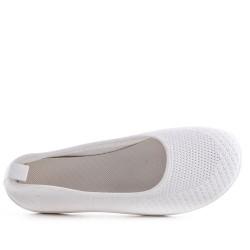White shoe in stretch textile