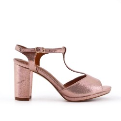 Shiny champagne sandal with heel