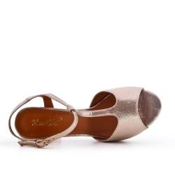 Shiny golden sandal with heel