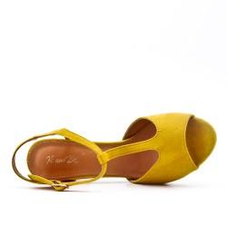 Sandale jaune en simili daim
