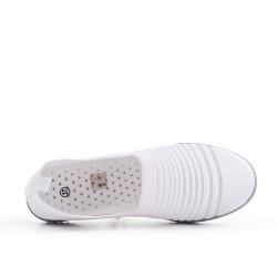 Chaussure blanche en textile extensible